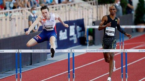 Karsten Warholm er gullfavoritt på 400 meter hekk i Sommer-OL. Finalen på 400 meter hekk går av stabelen tirsdag 3. august ca kl 05.20.