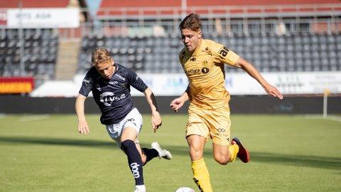 Marius Høibråten og Sondre Auklend under eliteseriekampen mellom Bodø/Glimt og Viking på Aspmyra Stadion.
