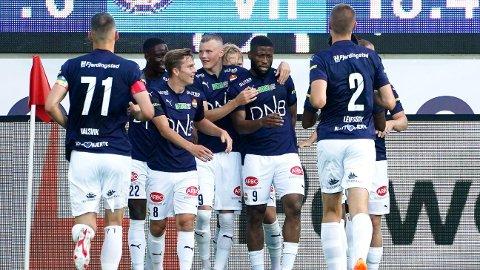 Strømsgodset jubler etter scoring mot Vålerenga på Marienlyst stadion 04.juli.