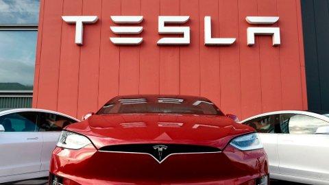 SALGET STUPTE: Salget av Tesla-modeller i Norge ble mer enn halvert fra 2019 til 2020.