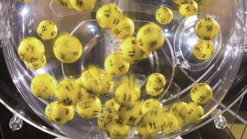 EUROJACKPOT-KULENE: Det var ikke bare i trekningsmaskinen det var mange om ballen i kveld.