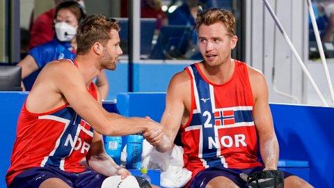 GULLFAVORITTER: Anders Mol og Christian Sørum slet til tider mot Australia i åpningskampen i OL.