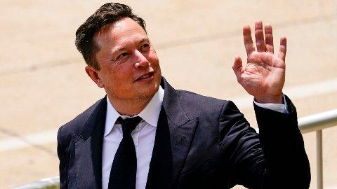 Elon Musk har tidligere tvitret om Norge. Søndag kveld er han på ballen igjen. Her er han avbildet i Delaware 13. juli 2021, for å vitne i rettsaken om oppkjøpet av SolarCity.