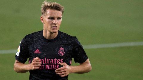 TILBAKE: Martin Ødegaard er tilbake i Real Madrid etter låneoppholdet i Arsenal. Det har i hele sommer virket som at Ødegaard kommer til å bli værende i Madrid den kommende sesongen, men skal man tro Cadena Ser er situasjonen hans mer usikker.