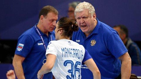 KJENT STIL: Slik er man vant til å se Jevgenij Trefilov fra trenerbenken. I OL skriker han ut sine instruksjoner fra tribunen, til tross for at han bare er rådgiver for landslaget.