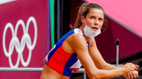 NERVEDRAMA: Amalie Iuel ble værende på tartandekket etter sitt eget løp for å følge de resterende heatene på storskjermen.