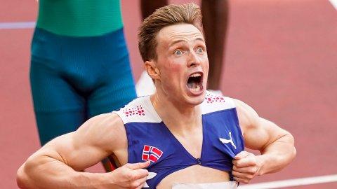HYLLES: Karsten Warholm tok OL-gull og satte ny verdensrekord på 400 meter hekk. Nå hylles han i sosiale medier.