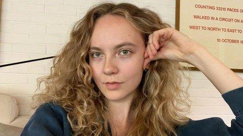 COOL GIRL: Anna Skavlan forteller om skriving, sommer og Erna Solberg i et rykende ferskt SMS-intervju.