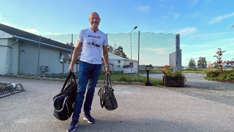 Den kjente torpedoen Jan Erik Iversen har sittet temmelig nøyaktig ett år i fengsel. Torsdag morgen ble han løslatt. Han ble dømt til å sone i 20 måneder, men løslates etter to tredjedels soning. Prøvetiden er på syv måneder.