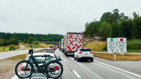 Det ligger an til nok en helg med mye kø i Svinesund. Bildet er tatt søndag 1. august.