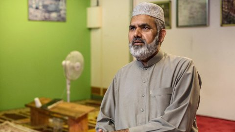 Imam Noor Ahmed Noor har blitt suspendert etter å ha kommet med antisemittiske uttalelser.