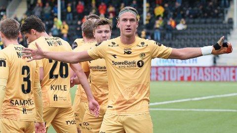 Erik Botheim feirer scoring under eliteseriekampen i fotball mellom Bodø/Glimt og Strømsgodset på Aspmyra stadion.