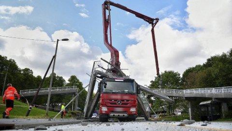 """KNUSTE BROEN: Politiet sier til Bergensavisen at det er """"bare flaks"""" at ingen ble skadet i ulykken."""
