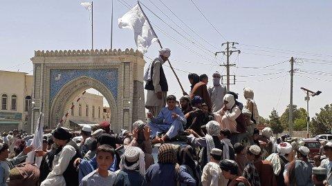 TAR OVER: Taliban, her ved Kandahar, tar over stadig flere hovedesteder i Afghanistans 34 provinser.