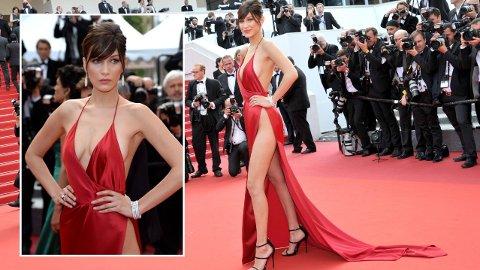 BLIR FLAU: Til tross for at den røde kjolen til Bella Hadid under Cannes Filmfestival i 2016 er blitt et ikonisk moteøyeblikk, blir 24-åringen flau over å tenke på den.