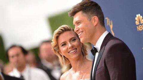 BLIR FORELDRE: Scarlett Johansson og ektemannen Colin Jost venter sitt første felles barn.