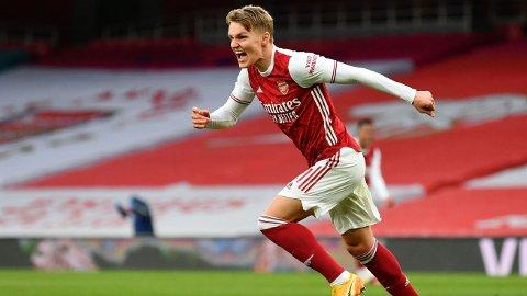 TIL ARSENAL: Martin Ødegaard jublet for scoring for Arsenal mot Tottenham forrige sesong. Nå fortsetter han karrieren i den røde delen av London.