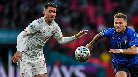 NYTT KLUBBLAG OGSÅ? Manchester City-stopper Aymeric Laporte (til venstre). Her i aksjon for sitt nye landslag Spania under EM-semifinalen mot Ciro Immobile og Italia.