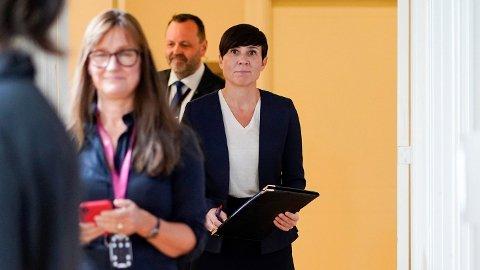 LEDER: Utenriksminister Ine Eriksen Søreide (H) informerte pressen om evakueringen fra Afghanistan på Statsministerens kontor lørdag.