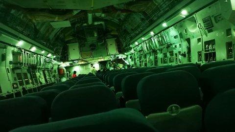 Bildet av det nesten tomme flyet på vei fra Kabul fikk mange til å reagere i sosiale medier.