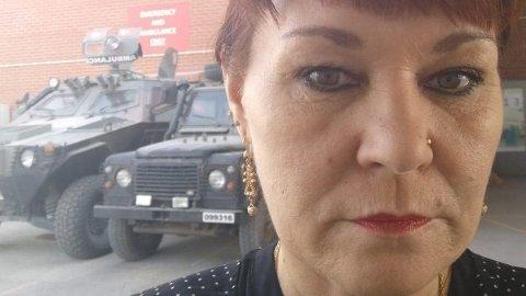 MIDT I DRAMAET: Astrid Sletten, landdirektør i Flyktninghjelpen, avbildet på flyplassen i Kabul i forrige uke.