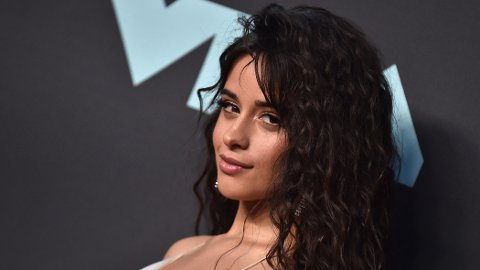 NY SVEIS: Camila Cabello har ikke lenger lange, mørke lokker.