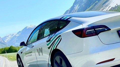 PROVOSERER: Private aktører mener statseide Vy ødelegger for konkurransen ved å utvide tilbudet med nyinnkjøpte Tesla-er.