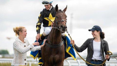Jacob Johansen vant SM for toåringer på Bro Park søndag med hesten Thunderboy. Onsdag rir Jacob vår DD-banker på Jägersro. Foto: Svensk galopp