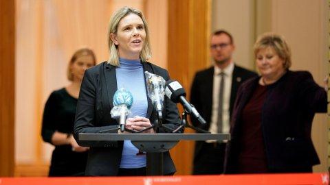 Sylvi Listhaug (Frp) truer med å felle regjeringen etter oljeskatt-forslag.