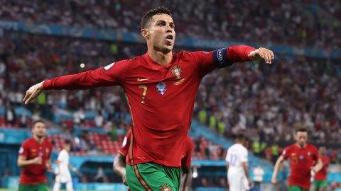 Cristiano Ronaldos fem mål i EM sikret ham toppscorertittelen i mesterskapet, og scoringene gjorde at han tangerte Irans Ali Daei med 109 landslagsmål.