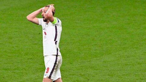 Harry Kane og England fortviler etter nederlaget mot Italia i EM-finalen. Vi tror de kan få en ny nedtur i Ungarn torsdag.