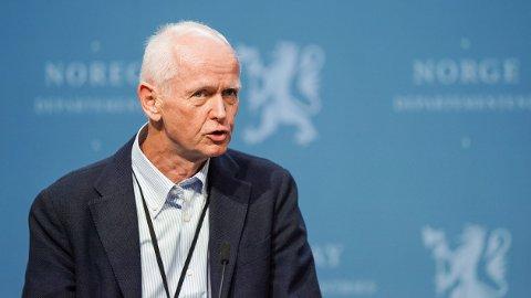 - VURDERT: Geir Bukholm, assisterende direktør i FHI, forteller at man har vurdert risikoen for svekket immunforsvar som følge av vaksinering av barn.