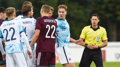 I BEGIVENHETENES SENTRUM: Kristian Thorstvedt var involvert i mye da Norge slo Latvia 2-0.