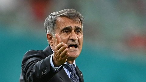 KRISEMØTE: Tyrkia-trener Şenol Günes lever farlig som landslagstrener.