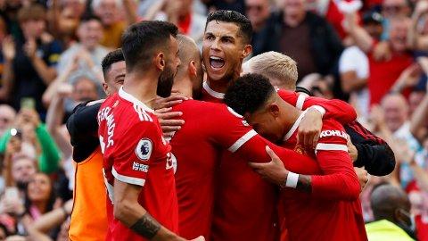 Cristiano Ronaldo jubler sammen med Jadon Sancho, Luke Shaw og Bruno Fernandes etter at han scoret sitt andre mål for dagen mot Newcastle på lørdag.