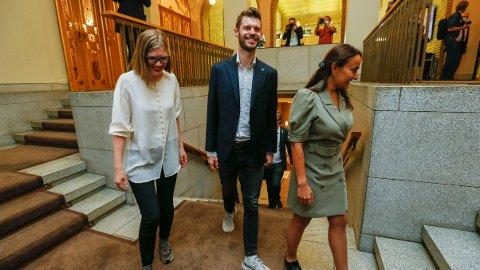 IKKE ENSOM SVALE: Rødt-leder Bjørnar Moxnes blir ikke lenger partiets eneste stortingsrepresentant. Her med nestleder Marie Sneve Martinussen (t.v.) og Seher Aydar.