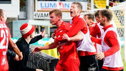 Aune Selland Heggebø (midten) jubler etter at han ble matchvinner mot Lillestrøm forrige helg. Foto: Lise Åserud / NTB