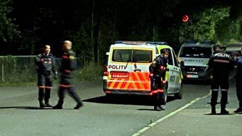 RYKKET UT: Politiet måtte rykke ut til flere ran og ransforsøk i Oslo i helgen. Her er de ved Borgen T-banestasjon ved Vestre Gravlund, der en person skal ha blitt ranet av ni mindreårige personer.