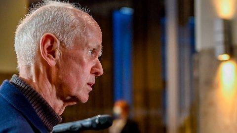 Geir Bukholm, dyrektor ds. kontroli infekcji w FHI mówi, że wkrótce zostanie wydana rekomendacja o ponownym otwarciu Norwegii.