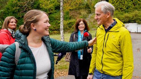 NYTT FLERTALL: MDG-leder Une Bastholm var på tur med Ap-leder Jonas Gahr Støre etter valget. I Nettavisens ferske måling er det nå også flertall for MDGs drømmeregjering med Arbeiderpartiet, SV og Rødt.