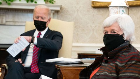 Her er president Joe Biden og finansminister Janet Yellen fotografert sammen i Det hvite hus i januar i år.