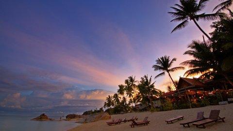 THAILAND LETTER PÅ RESTRIKSJONER: Fra fredag 1. oktober halveres kravet til karantene for turister fra 14 til syv netter for fullvaksinerte. Bildet: Strand på øya Ko Samui.