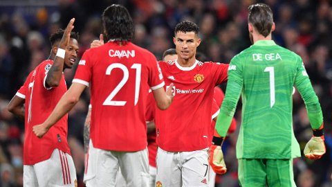 Cristiano Ronaldo feirer seieren mot Villarreal sammen med lagkameratene.