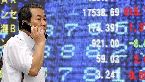 NY NEDGANG: Hovedindeksen på børsen i Tokyo faller nesten tre prosent tirsdag.