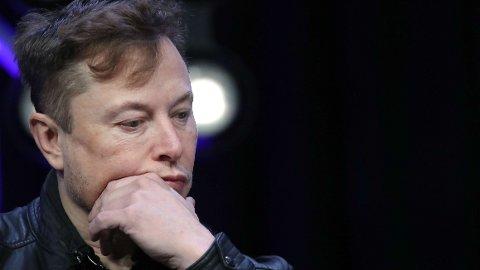 SVIR: Hele 137 millioner dollar må Elon Musks Tesla ut med etter en dom for rasisme mot en tidligere ansatt ved fabrikken i Fremont, i California.