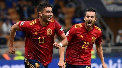 Ferran Torres (t.v.) scoret begge målene til Spania i semifinalen mot Italia.
