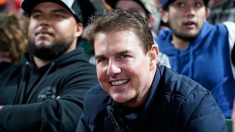 BASEBALLKAMP: Tom Cruise var til stede under kampen mellom San Francisco Giants og Los Angeles Dodgers denne helgen. Bildene av ham har siden skapt reaksjoner blant fansen.