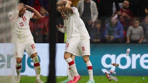KASTET FLASKER: De polske spillerne fikk flasker og andre gjenstander kastet mot seg.