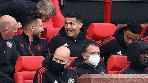 Cristiano Ronaldo startet på benken mot Everton. Det skapte reaksjoner, og kritikken ble ikke mindre av at Manchester United bare klarte 1-1 på hjemmebane mot the Toffees.