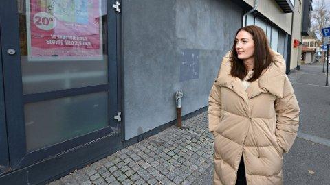 UNNSLAPP DØDEN: Joanne McGregor stod på det nærmeste 4-5 meter unna drapsmannen da han kom ut av denne nødutgangen fra Coop Extra i Kongsberg.